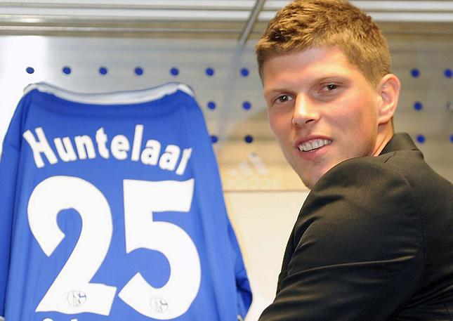 Schalke's Dutch Striker Klaas-Jan Huntelaar